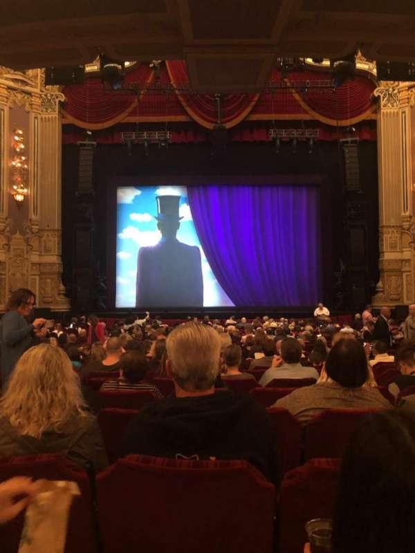 Oriental Theatre, vak: Orchestra Center, rij: X, stoel: 108