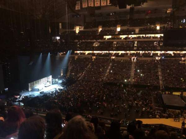 American Airlines Center, vak: 217, rij: G, stoel: 10