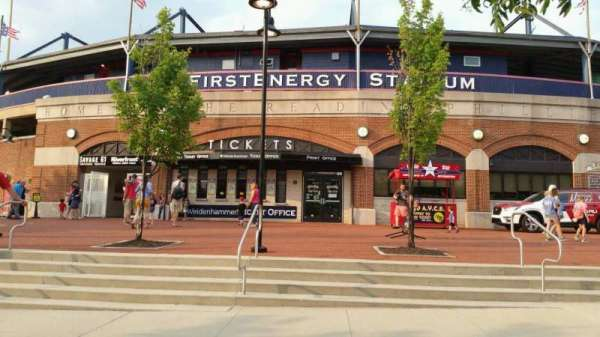 FirstEnergy Stadium (Reading), vak: EXTERIOR