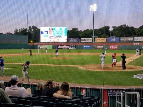 Northeast Delta Dental Stadium, vak: 107, rij: M, stoel: 1