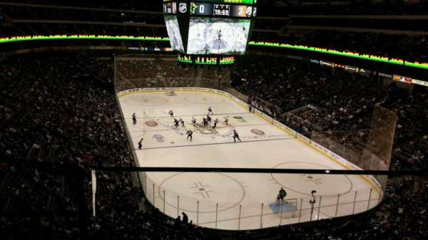 American Airlines Center, vak: 303, rij: AA, stoel: 8