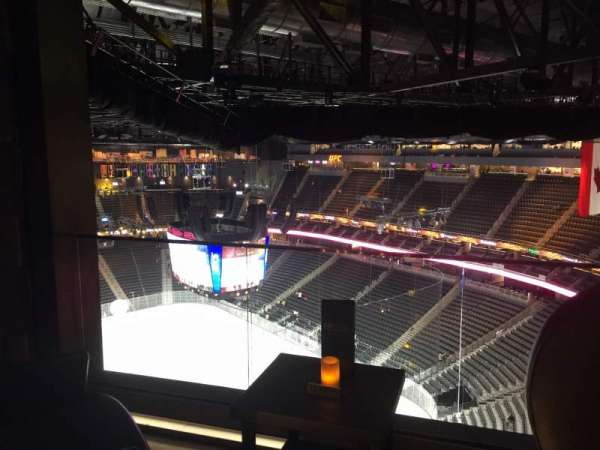 T-Mobile Arena, vak: Hyde Tables