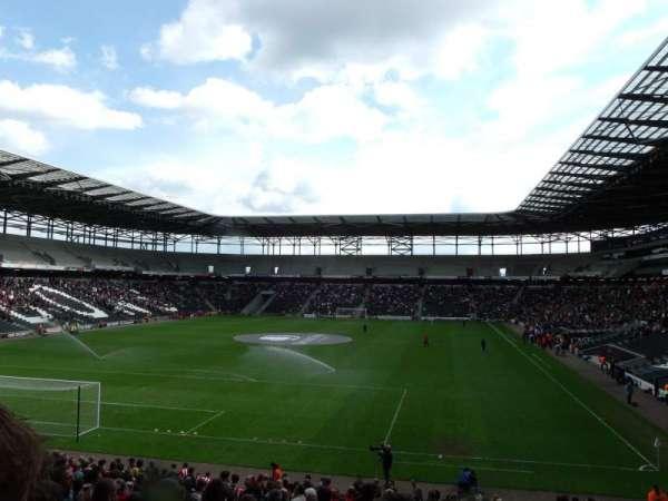 Stadium MK, vak: 30, rij: CC, stoel: 0867
