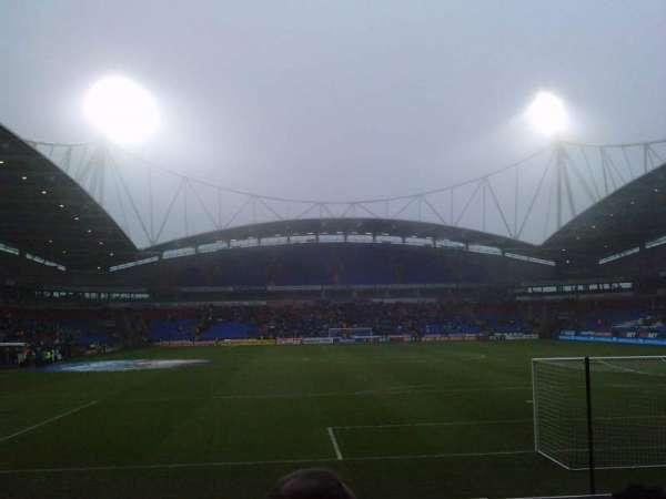 University of Bolton Stadium, vak: South Stand Lower, rij: J, stoel: 92