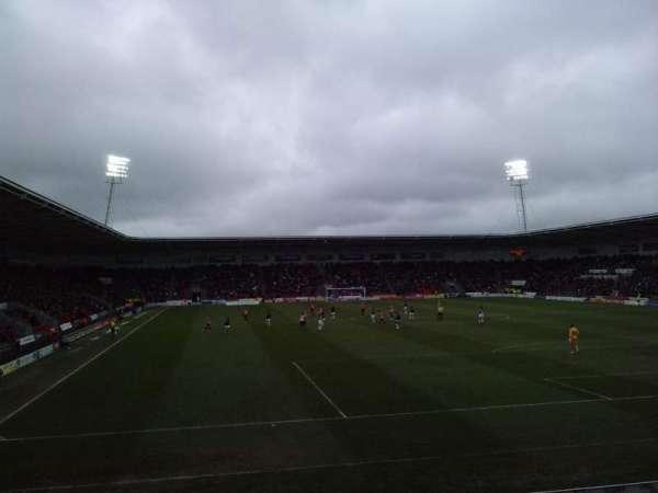 Keepmoat Stadium, vak: North Stand, rij: N, stoel: 0969