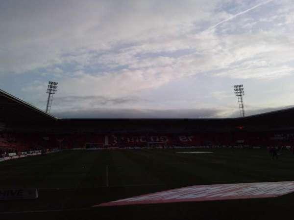 Keepmoat Stadium, vak: North Stand, rij: E, stoel: 0955