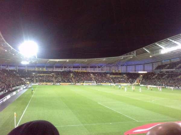 KCOM Stadium, vak: N6, rij: P, stoel: 0208
