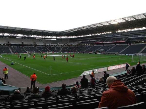 Stadium MK, vak: 35, rij: P, stoel: 1003