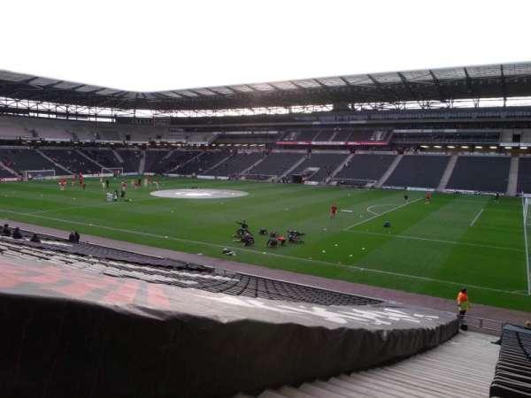 Stadium MK, vak: 38, rij: CC, stoel: 1100