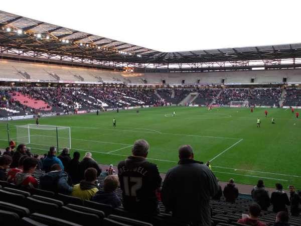 Stadium MK, vak: 30, rij: Y, stoel: 857