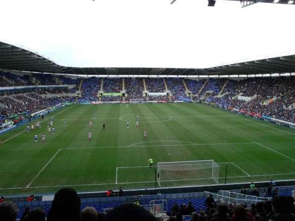 Madejski Stadium, vak: R30, rij: EE, stoel: 139