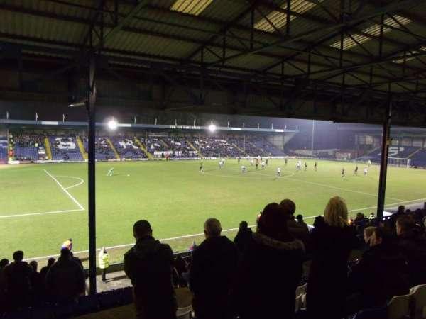 Gigg Lane, vak: Main Stand, rij: E, stoel: 165