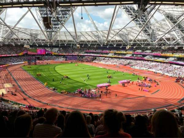 London Stadium, vak: 245, rij: 61, stoel: 142