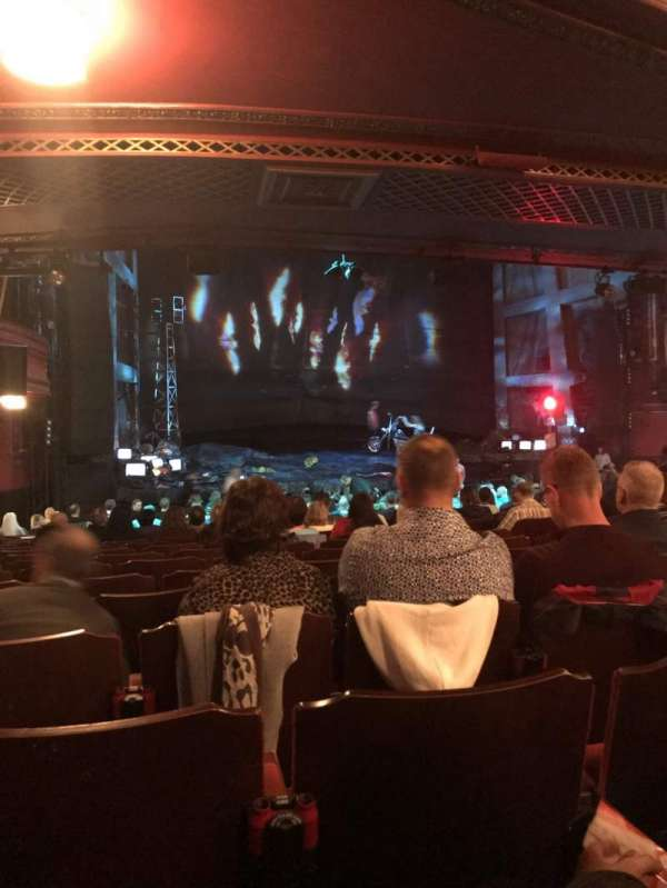 Dominion Theatre, vak: Stalls, rij: X, stoel: 45