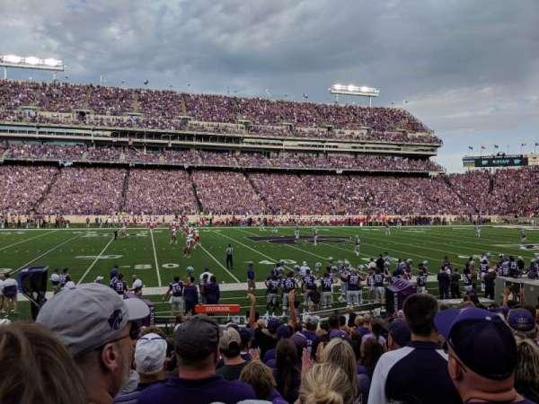 Bill Snyder Family Stadium, vak: 4, rij: 13, stoel: 23