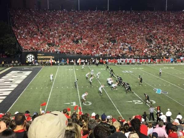 Vanderbilt Stadium, vak: A, rij: 33, stoel: 43