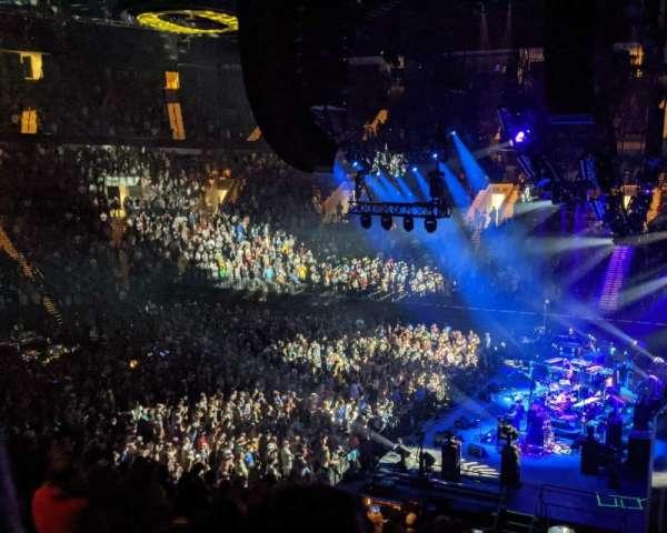 Matthew Knight Arena, vak: 101, rij: Q, stoel: 5