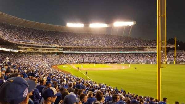 Kauffman Stadium, vak: 247, rij: GG, stoel: 26