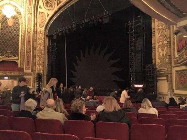 Cadillac Palace Theater, vak: Orchestra R, rij: P, stoel: 30