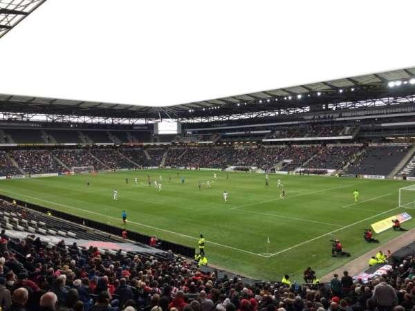 Stadium MK, vak: 36, rij: DD, stoel: 1066