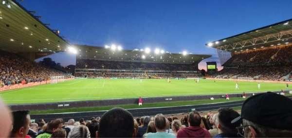Molineux Stadium, vak: JL8, rij: L, stoel: 229