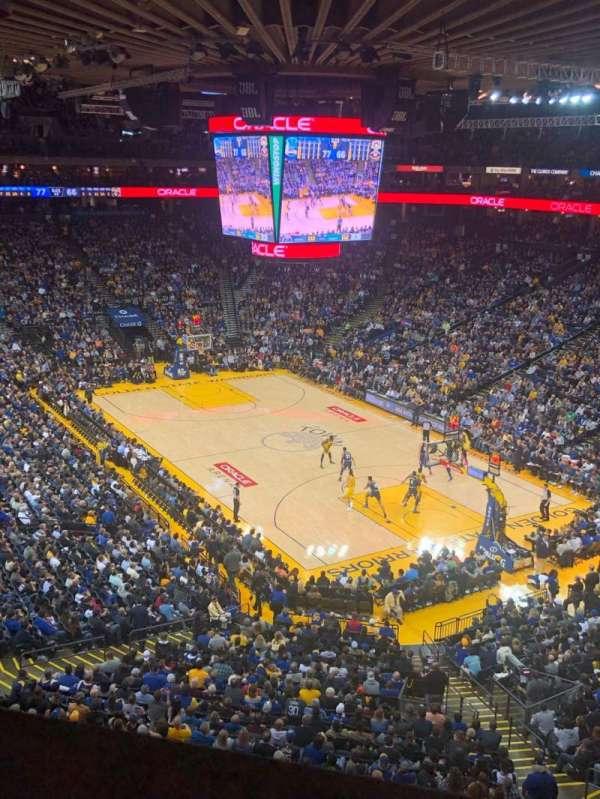 Oakland Arena, vak: 212, rij: 1, stoel: 3