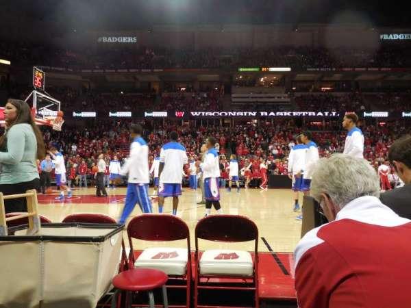 Kohl Center, vak: 123, rij: bb, stoel: 1-2
