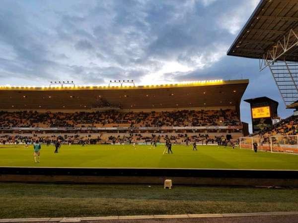 Molineux Stadium, vak: jl3, rij: b, stoel: 70