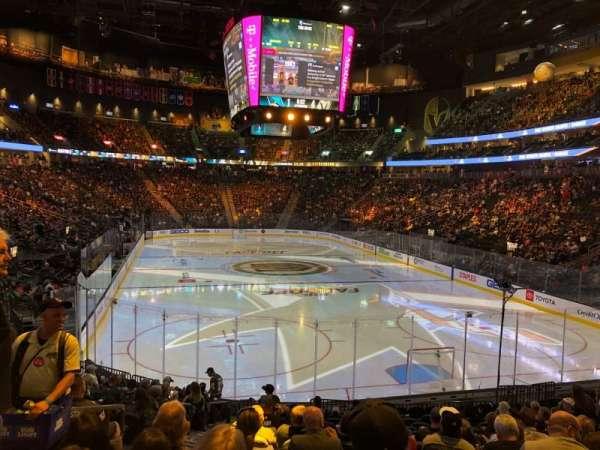 T-Mobile Arena, vak: 10, rij: Q, stoel: 4