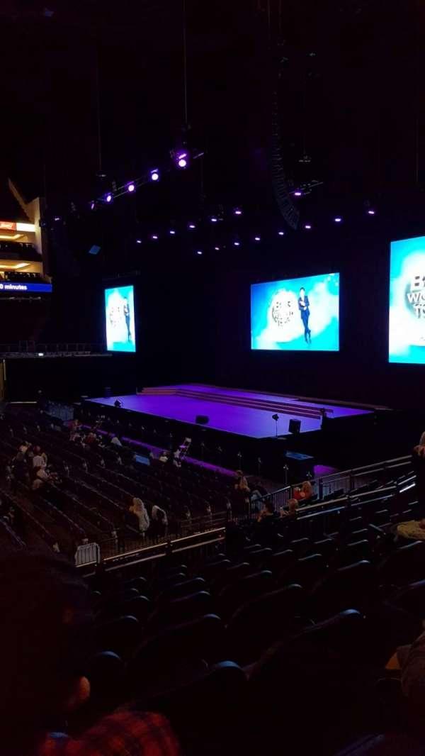 The O2 Arena, vak: 112, rij: Q, stoel: 370