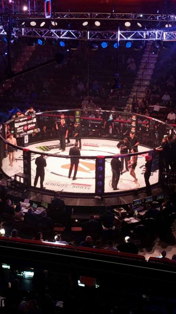 Mohegan Sun Arena , vak: 106, rij: B, stoel: 9