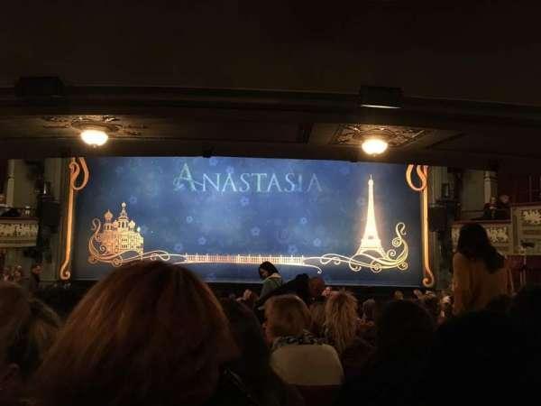 Broadhurst Theatre, vak: Orchestra Center, rij: R, stoel: 111