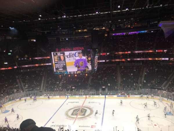 T-Mobile Arena, vak: 206, rij: F, stoel: 11