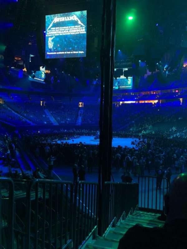 T-Mobile Arena, vak: 19, rij: H, stoel: 1