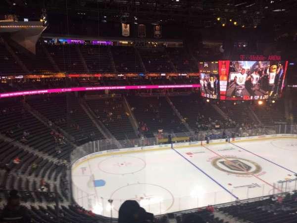 T-Mobile Arena, vak: 220, rij: d, stoel: 3