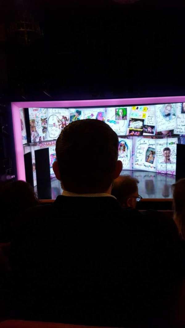 August Wilson Theatre, vak: MezzC, rij: C, stoel: 110