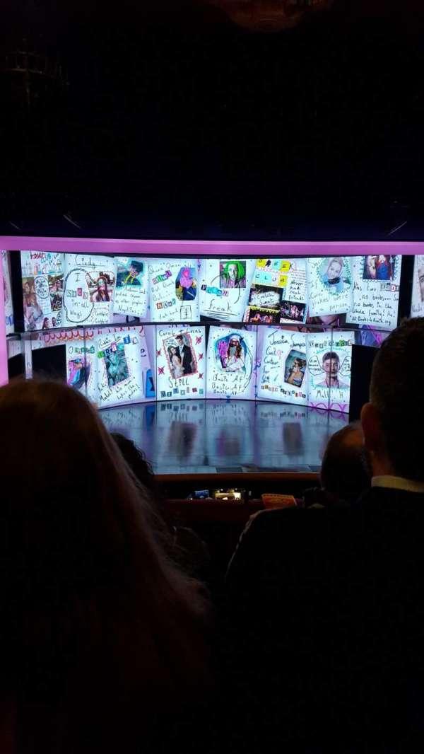 August Wilson Theatre, vak: MezzC, rij: C, stoel: 111