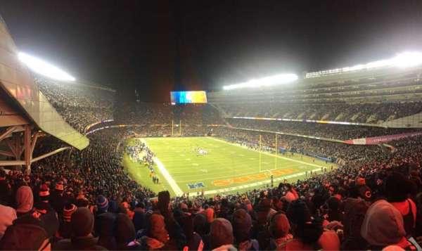 Soldier Field, vak: 325, rij: 10, stoel: 5