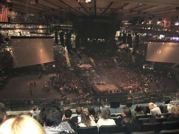 Madison Square Garden, vak: 223, rij: 10, stoel: 4