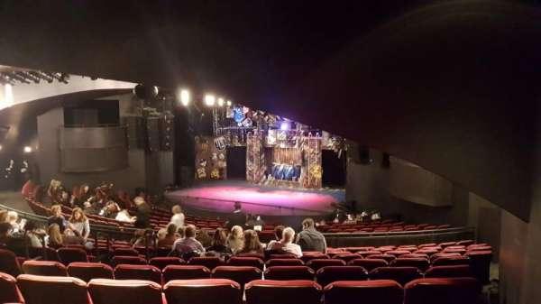 Broadway Playhouse, vak: Right, rij: Q, stoel: 7