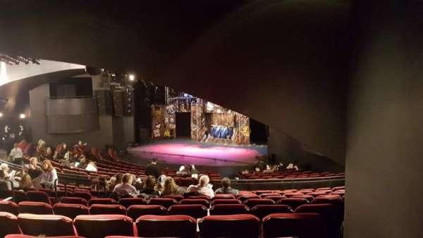 Broadway playhouse, vak: Right, rij: Q, stoel: 8