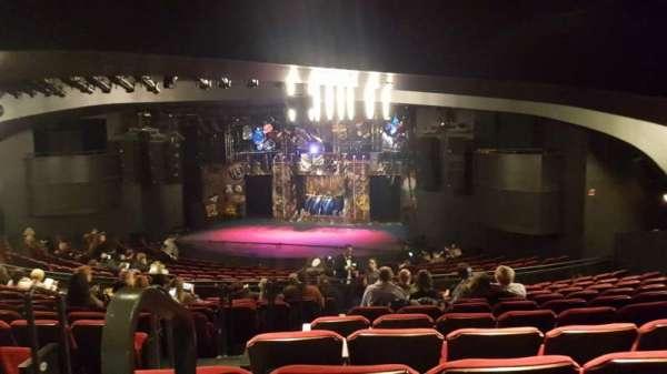 Broadway playhouse, vak: Right, rij: Q, stoel: 1