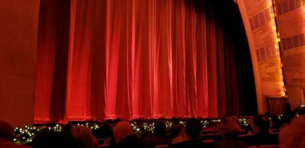 Radio City Music Hall, vak: Orch6, rij: HH, stoel: 608