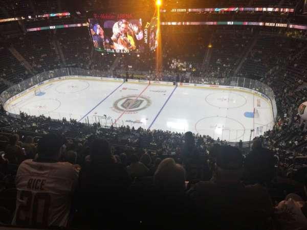 T-Mobile Arena, vak: 225, rij: Tt, stoel: 8