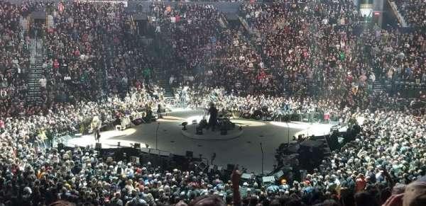 Bridgestone Arena, vak: 105, rij: N, stoel: 15