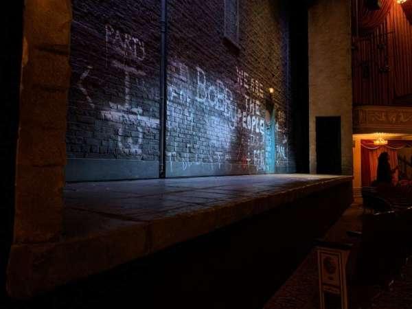 Bernard B. Jacobs Theatre, vak: Orchestra Left, rij: B, stoel: 3