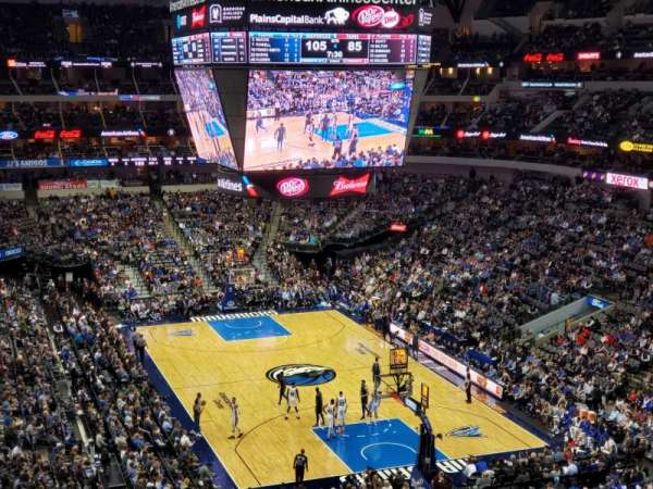 American Airlines Center, vak: 303, rij: AA, stoel: 10