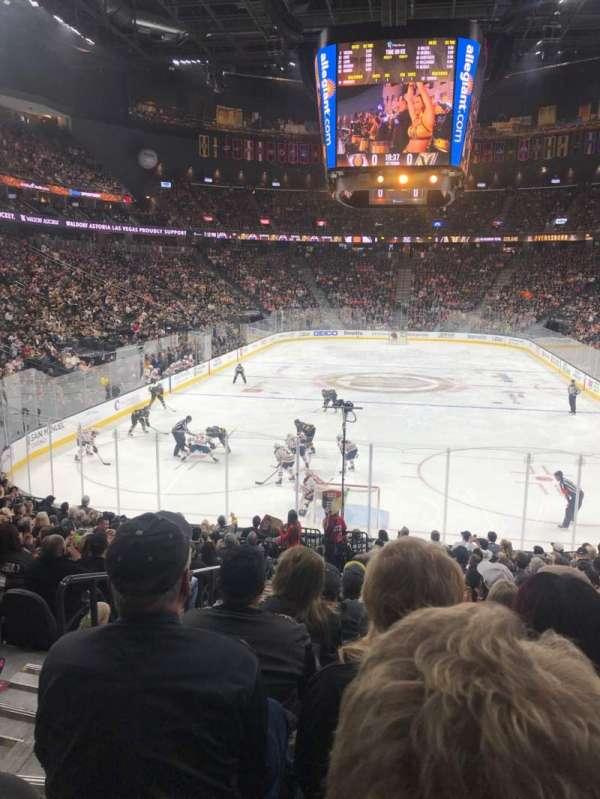 T-Mobile Arena, vak: 11, rij: R, stoel: 2