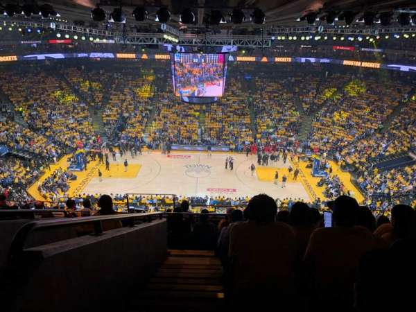 Oakland Arena, vak: 216, rij: 10, stoel: 17