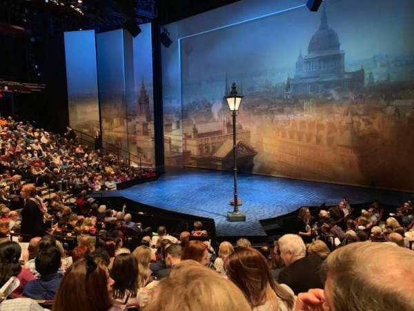 Vivian Beaumont Theater, vak: Orch C, rij: M, stoel: 411